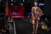 SÃO PAULO-SP-03.03.2015 - INVERNO 2015/MEGA FASHION WEEK -Grife Pitanga/<br /> O Shopping Mega Polo Moda inicia a 18° edição do Mega Fashion Week, (02,03 e 04 de Março) com as principais tendências do outono/inverno 2015.Com 1400 looks das 300 marcas presentes no shopping de atacado.Bráz-Região central da cidade de São Paulo na manhã dessa segunda-feira,02.(Foto:Kevin David/Brazil Photo Press)