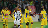 MEDELLIN - COLOMBIA -11-02-2015: Los jugadores de Atletico Nacional y Atletico Huila se retiran del campo al finalizar el partido Atletico Nacional y Atletico Huila por la fecha 3 de la Liga Aguila I 2015 en el estadio Atanasio Girardot de la ciudad de Medellin. / The players of Atletico Nacional and Atletico Huila retires of field at the of a match Atletico Nacional and Atletico Huila for the date 3 of the Liga Aguila I 2015 at the Atanasio Girardot stadium in Medellin city. Photo: Photos: VizzorImage  / Leon Monsalve / Str.