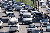 SAO PAULO, 19 DE FEVEREIRO DE 2013. - TRANSITO SP - Transito intenso na Avenida 23 de Maio, sentido bairro, regiao sul da capital na manha desta terca feira, 19. (FOTO: ALEXANDRE MOREIRA / BRAZIL PHOTO PRESS).