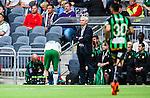 Stockholm 2014-06-18 Fotboll Superettan Hammarby IF - GAIS :  <br /> Hammarbys Jan Gunnar Solli har g&aring;tt av planen och f&aring;r benet lindat av Hammarbys sjukgymnast Mikael Klotz <br /> (Foto: Kenta J&ouml;nsson) Nyckelord:  Superettan Tele2 Arena Hammarby HIF Bajen GAIS skada skadan ont sm&auml;rta injury pain