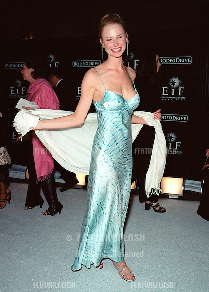 "07NOV99: Actress JENNIFER DRIVER at Beverly Hills' Rodeo Drive's ""Tribute to Style: Millennium Exhibition & Concert"" in aid of the Entertainment Industry Foundation..© Paul Smith / Featureflash"