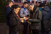 Gedenken am Dienstag den 19. Dezember 2017 anlaesslich des 1. Jahrestag des Terroranschlag auf den Weihnachtsmarkt auf dem Berliner Breitscheidplatz am 19.12.2016 durch den Terroristen Anis Amri.<br /> Im Bild: Menschen gedenken am Abend mit Kerzen oder Blumen der Opfer. Eine Pfadfinderin entzuendet die Kerze einer Veranstaltungsteilnehmerin mit dem Friedenslicht aus Bethlehem.19.12.2017, Berlin<br /> Copyright: Christian-Ditsch.de<br /> [Inhaltsveraendernde Manipulation des Fotos nur nach ausdruecklicher Genehmigung des Fotografen. Vereinbarungen ueber Abtretung von Persoenlichkeitsrechten/Model Release der abgebildeten Person/Personen liegen nicht vor. NO MODEL RELEASE! Nur fuer Redaktionelle Zwecke. Don't publish without copyright Christian-Ditsch.de, Veroeffentlichung nur mit Fotografennennung, sowie gegen Honorar, MwSt. und Beleg. Konto: I N G - D i B a, IBAN DE58500105175400192269, BIC INGDDEFFXXX, Kontakt: post@christian-ditsch.de<br /> Bei der Bearbeitung der Dateiinformationen darf die Urheberkennzeichnung in den EXIF- und  IPTC-Daten nicht entfernt werden, diese sind in digitalen Medien nach §95c UrhG rechtlich geschuetzt. Der Urhebervermerk wird gemaess §13 UrhG verlangt.]