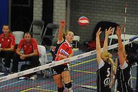 VOLLEYBAL: GRONINGEN: Topsportcentrum Alfacollege, 27-10-2012, Eredivisie Dames, Eindstand 1-3, smash van Roos van Wijnen (#11), ©foto Martin de Jong