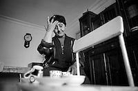 "Nagorny-Karabach, 18.05.2011, Shushi. Kaffeesatzleserin Schuschanik liest im Kaffeesatz die Zukunft eines Kunden...""The Twentieth Spring"" - ein Portrait der s¸dkaukasischen Stadt Schuschi, 20 Jahre nach der Eroberung der Stadt durch armenische K?mpfer 1992 im B¸gerkrieg um die Unabh?ngigkeit Nagorny-Karabachs (1991-1994). Coffee tasseograph Shushanik reads a clients future. ""The Twentieth Spring"" - A portrait of Shushi, a south caucasian town 20 years after its ""Liberation"" by armenian fighters during the civil war for independence of Nagorny-Karabakh (1991-1994). .Une femme lit l'avenir d'un homme dans le marc de café. ""Le Vingtieme Anniversaire"" - Un portrait de Chouchi, une ville du Caucase du Sud 20 ans après sa «libération» par les combattants arméniens pendant la guerre civile pour l'indépendance du Haut-Karabakh (1991-1994)..© Timo Vogt/Est&Ost, NO MODEL RELEASE !!"