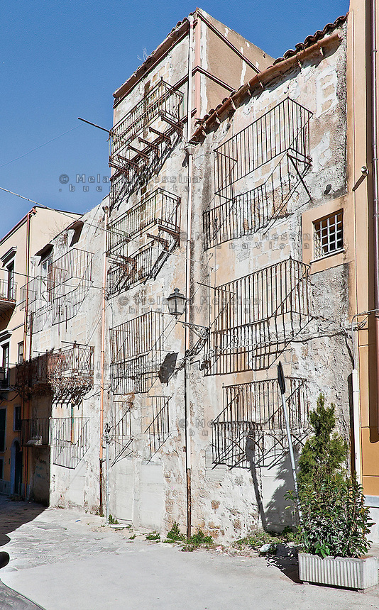 Palermo: an alley in the historic city center, Kalsa district.<br /> Palermo: vicolo del centro storico nel quartiere Kalsa