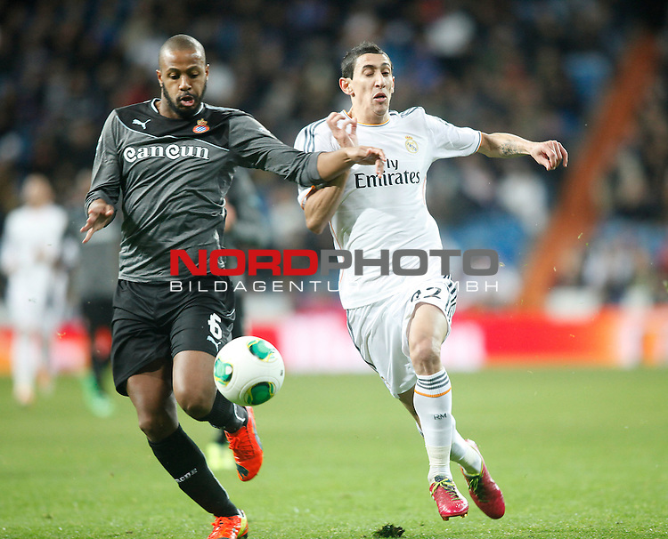 Real Madrid¬¥s Di Maria (R) and Espanyol¬¥s Sidnei during Spanish Copa del Rey (King's Cup) quarterfinal second-leg football match in Santiago Bernabeu stadium in Madrid, Spain. January 28, 2014. Foto © nph / Victor Blanco)