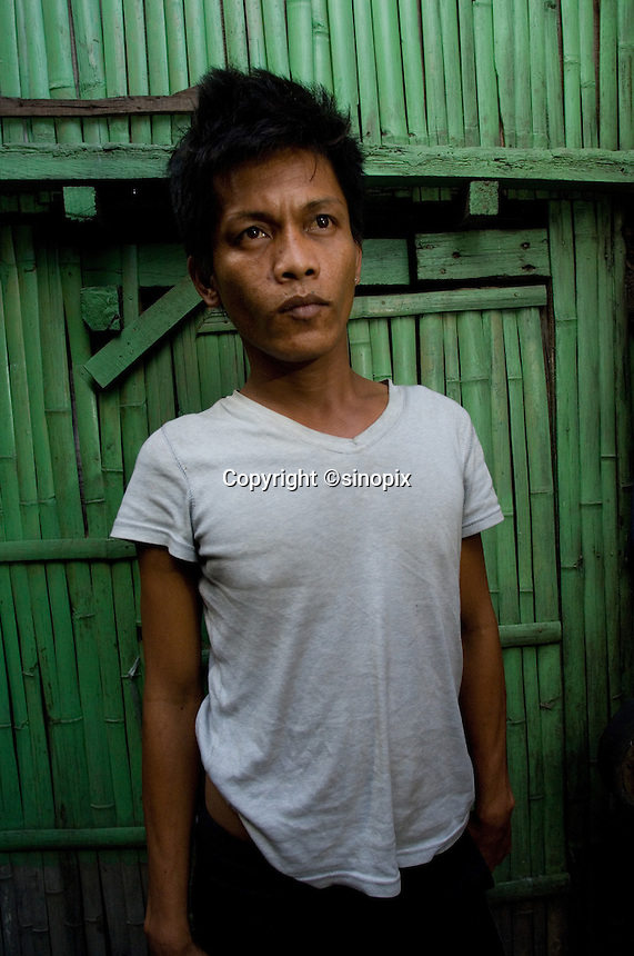 Celedinio Pindengi, 32, who sold his kidney to the Filipina wife of a Brazilian for 90,000 pesos.  In the Basico area more than 3000 have sold their kidneys mostly to foreigners.<br />