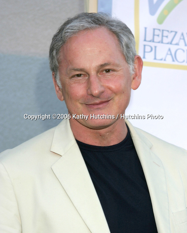 Victor Garber arriving at Leeza's Place Care Centre Opening at the .Assistance League Center.Los Angeles, CA.April 21, 2006.©2006 Kathy Hutchins / Hutchins Photo....
