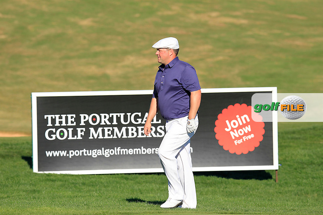 Chris Doak (SCO) at the 18th green during Friday's Round 2 of the 2013 Portugal Masters held at the Oceanico Victoria Golf Club. 11th October 2013.<br /> Picture: Eoin Clarke www.golffile.ie