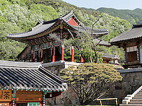 Glockenturm, buddhistischer Hwaeomsa Tempel in Jirisan Nationalpark, Provinz Jeollanam-do, Südkorea, Asien<br /> belltower, buddhist Hwaeomsa temple in Jirisan national park, province Jeollanam-do, South Korea, Asia