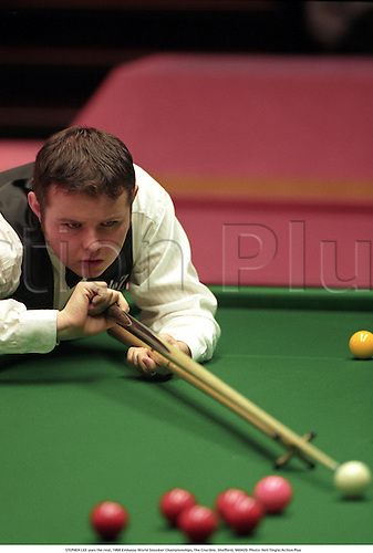 STEPHEN LEE uses the rest, 1998 Embassy World Snooker Championships, The Crucible, Sheffield, 980429. Photo: Neil Tingle/Action Plus...1998.ball