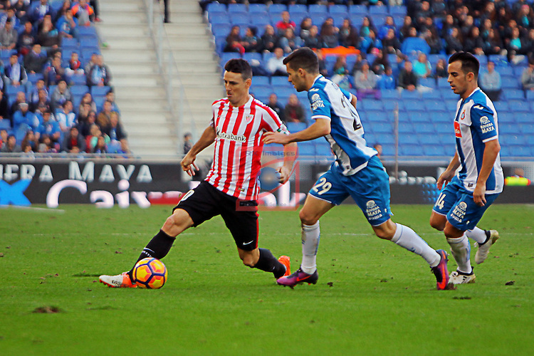 League Santander 2016/2017. Game: 11.<br /> RCD Espanyol vs Athletic Club: 0-0.<br /> Aritz Aduriz vs Aaron Martin.
