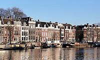 Nederland Amsterdam 2018.  Huizen aan de Amstel.  Foto Berlinda van Dam / Hollandse Hoogte