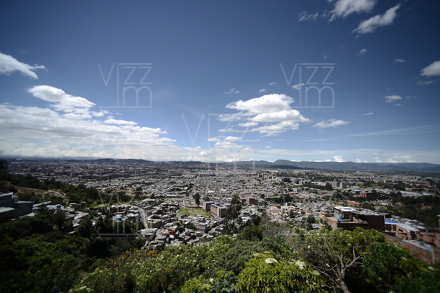 BOGOTÁ-COLOMBIA-28-01-2013. Vista panorámica del norte de la ciudad./ Panoramic view north of the city. Photo: VizzorImage/STR
