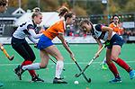 HUIZEN - Hockey - Lisa Lejeune (Bldaal)  met Tamara Gruter (HUI) . Hoofdklasse hockey competitie, Huizen-Bloemendaal (2-1) . COPYRIGHT KOEN SUYK