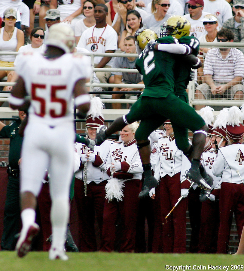 TALLAHASSEE, FL 9/26/09-FSU-USF FB09 CH35-Florida State's Jamar Jackson can only watch as South Florida's  Carlton Mitchell celebrates a touchdown scored by Sterling Griffin during first half action Saturday at Doak Campbell Stadium in Tallahassee. ..COLIN HACKLEY PHOTO