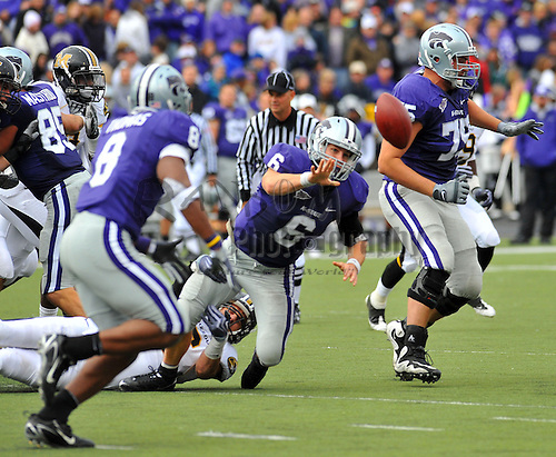 Nov 14, 2009; Manhattan, KS, USA; Kansas State quarterback Grant Gregory pitches the ball to running back Daniel Thomas (8) in the second quarter against the Missouri Tigers at Bill Snyder Family Stadium. The Tigers won 38-12. Mandatory Credit: Denny Medley-US PRESSWIRE