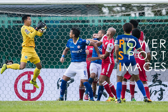 Tak Him Tse of Kwoon Chung Southern (L) in action during the Premier League, week two match between Kwoon Chung Southern and BC Rangers at on September 09, 2017 in Hong Kong, China. Photo by Marcio Rodrigo Machado / Power Sport Images