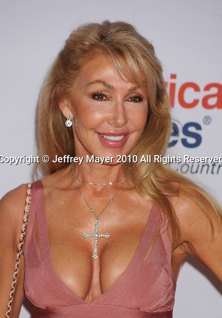 CENTURY CITY, CA. - May 07: Linda Thompson arrives to the 17th Annual Race To Erase MS held at Hyatt Regency Century Plaza on May 7, 2010 in Century City, California.