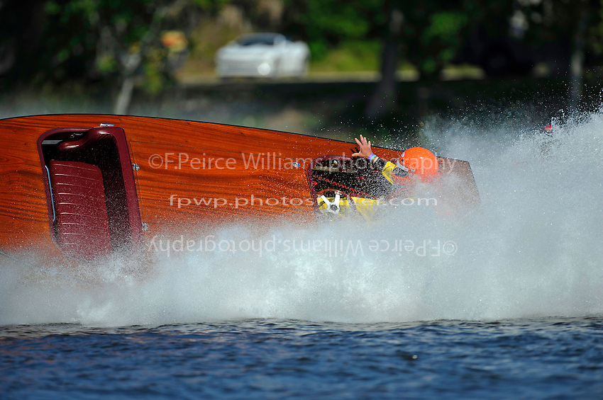 Ray and Teresa Strobush, JS-47  (50/60's Bender reproduction Jersey Speed Skiff)