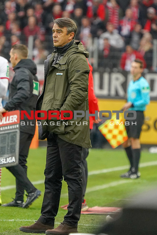 01.12.2018, RheinEnergieStadion, Koeln, GER, 2. FBL, 1.FC Koeln vs. SpVgg Greuther Fürth,<br />  <br /> DFL regulations prohibit any use of photographs as image sequences and/or quasi-video<br /> <br /> im Bild / picture shows: <br /> Trainer / Headcoach Damir Burić (Fuerth), <br /> <br /> Foto © nordphoto / Meuter