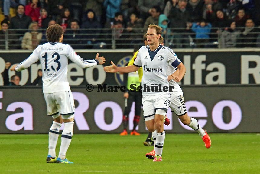 Benedikt Höwedes (Schalke) jubelt über sein Tor zum 3:3  mit Jermaine Jones- Eintracht Frankfurt vs. FC Schalke 04, Commerzbank Arena