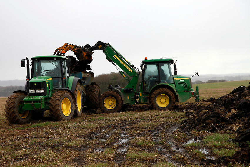 Photo: Richard Lane/Richard Lane Photography. Muck speading near Lower Woodford, Salisbury, Wiltshire. 06/12/2012.
