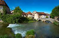 Frankreich, Bourgogne-Franche-Comté, Département Jura, Arbois (Jura): Kapuzinerbruecke (Pont des Capucins) ueber die Cuisance | France, Bourgogne-Franche-Comté, Département Jura, Arbois (Jura): Capuchin bridge across river Cuisance