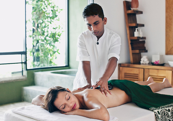 Woman Receiving Hot Stone Massage at Six Senses Spa, Heritance Kandalama Hotel, Dambulla, Sri Lanka. November14,2008. Dambulla, Sri Lanka.