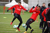 Ante Rebic (Eintracht Frankfurt) gegen Simon Falette (Eintracht Frankfurt) - 05.12.2017: Eintracht Frankfurt Training, Commerzbank Arena