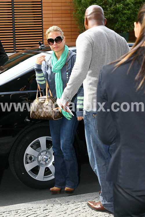 **ALL ROUND PICTURES FROM SOLARPIX.COM**.**SYNDICATION RIGHTS FOR UK AND SPAIN ONLY**.Anastacia and her husband Wayne Newton arriving at the Hyatt Hotel in Berlin, Germany. 4th September 2008..This pic: Anastacia and Wayne Newton..JOB REF: 7213 CPR        DATE: 04_09_2008.**MUST CREDIT SOLARPIX.COM OR DOUBLE FEE WILL BE CHARGED* *UNDER NO CIRCUMSTANCES IS THIS IMAGE TO BE REPRODUCED FOR ANY ONLINE EDITION WITHOUT PRIOR PERMISSION*