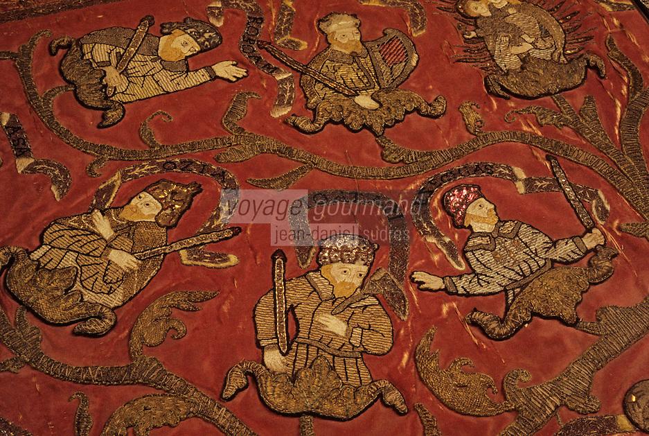 Europe/France/Auvergne/43/Haute-Loire/Le Puy-en-Velay: Le Cloître - La salle au trésor - Art religieux - Détail d'un manteau brodé XVIème siècle