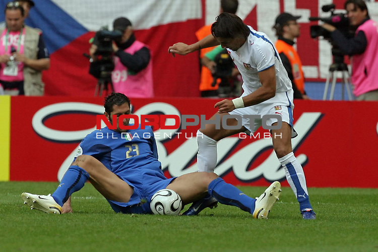 FIFA WM 2006 -  Gruppe E Vorrunde ( Group E )<br /> Play   #41 (22-Jun) - Tschechien - Italien 0:2<br /> <br /> Marco Materazzi am Boden<br /> <br /> Foto &copy; nordphoto