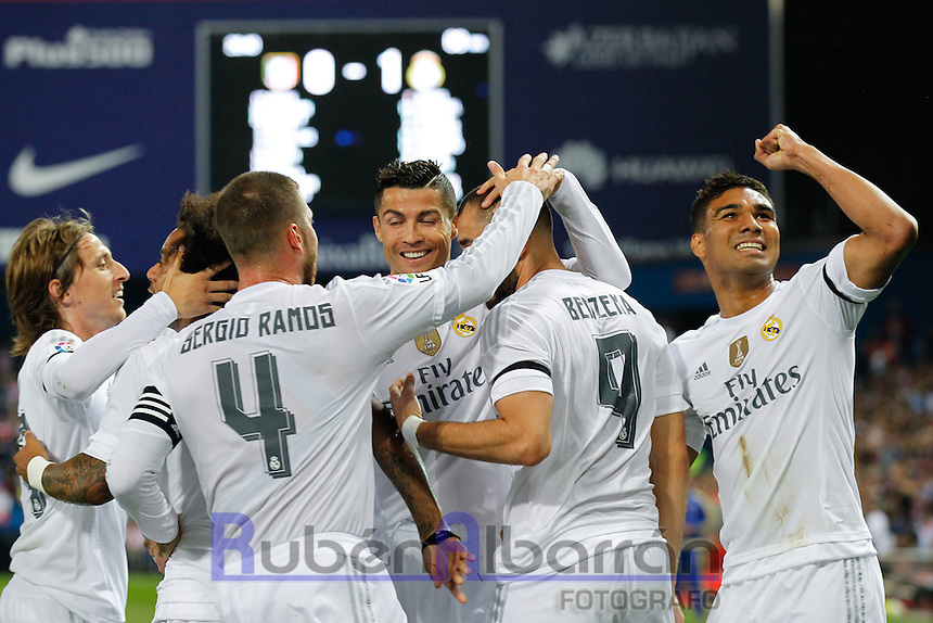 Players Real Madrid celebrating goal to Benzema