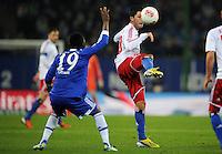 FUSSBALL   1. BUNDESLIGA    SAISON 2012/2013    14. Spieltag   Hamburger SV - FC Schalke 04                               27.11.2012 Chinedu Obasi (li, FC Schalke 04) gegen Tolgay Arslan (re, Hamburger SV)