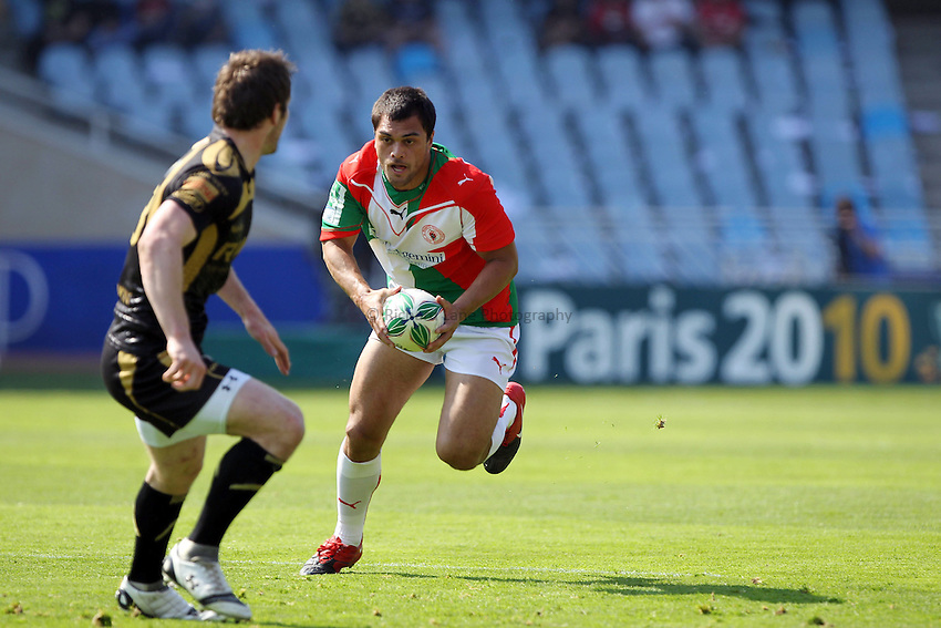 Photo: Iconsport/Richard Lane Photography. Biarritz Olympique v Ospreys. Heineken Cup Quarter Final. 10/04/2010. Biarritz' Karmichael Hunt attacks.
