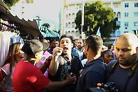 RIO DE JANEIRO, RJ, 22.08.2014 - ELEIÇÕES 2014 - GOVERNADOR (RJ) - LINDBERG FARIAS - O candidato a governador pela Frente Popular (PT – PV – PSB – PCdoB), Lindberg Farias durante campanha na Tijuca, zona norte da cidade, nesta sexta-feira, 22. (Foto: Gustavo Serebrenick / Brazil Photo Press).
