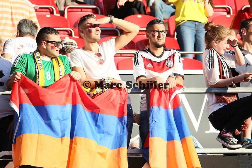 Armenische Fans mit Deutschland Trikots - Deutschland vs. Armenien in Mainz
