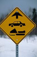 Amérique/Amérique du Nord/Canada/Quebec/Ile-aux-Coudres : Panneau pour voitures et moto-neiges