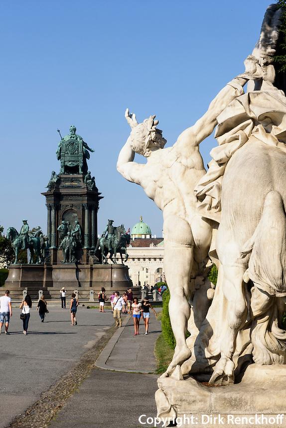 Skulptur und Denkmal Maria Theresia am Maria-Theresien-Platz, Wien, &Ouml;sterreich, UNESCO-Weltkulturerbe<br /> Sculpture and monument  Maria Theresia, Vienna, Austria, world heritage