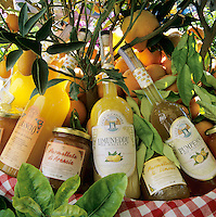 Italy, Sicily, local specialities: Sicilian Lemon, Orange and Grapefruit Liquore, Lemon and Orange Marmalade | Italien, Sizilien: heimische Spezialitaeten - Limoncello-Zitronenlikoer, Orangenlikoer, Pampelmusenlikoer, Zitronenmarmelade und Orangenmarmelade