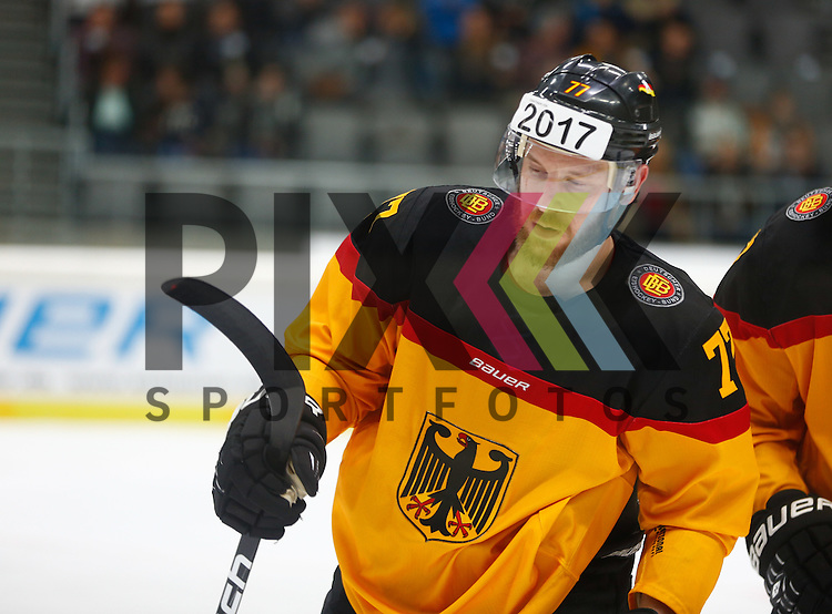 Nicolai GOC (Deutschland),<br /> <br /> Eishockey, Deutschland-Cup 2015, Augsburg, Deutschland vs. Slowakei, 07.11.2015,<br /> <br /> Foto &copy; PIX-Sportfotos *** Foto ist honorarpflichtig! *** Auf Anfrage in hoeherer Qualitaet/Aufloesung. Belegexemplar erbeten. Veroeffentlichung ausschliesslich fuer journalistisch-publizistische Zwecke. For editorial use only.