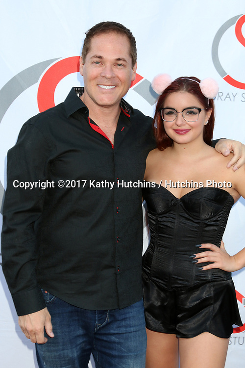 LOS ANGELES - JUN 15:  David Gray, Ariel Winter at the Gray Studios Showcase at the Grays Studios, 5250 Vineland Ave. on June 15, 2017 in North Hollywood, CA