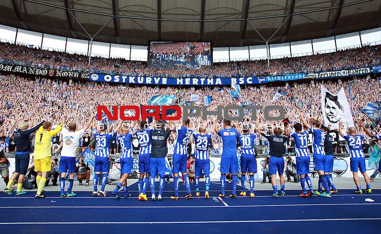 10.08.2013, OLympiastadion, Berlin, GER, 1.FBL, Hertha BSC vs Eintracht Frankfurt, im Bild Herthapieler jubeln vor Hertha-Fankurve<br /> <br />               <br /> Foto &copy; nph /  Schulz