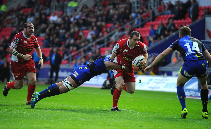 Scarlets' Ken Owens is tackled by Newport Gwent Dragons' Taulupe Faletau<br /> <br /> Photo by Kevin Barnes/CameraSport<br /> <br /> Rugby Union - Rabo Direct PRO 12 - Scarlets v Newport Gwent Dragons - Friday 2nd May 2014 - Parc y Scarlets - Llanelli<br /> <br /> &copy; CameraSport - 43 Linden Ave. Countesthorpe. Leicester. England. LE8 5PG - Tel: +44 (0) 116 277 4147 - admin@camerasport.com - www.camerasport.com