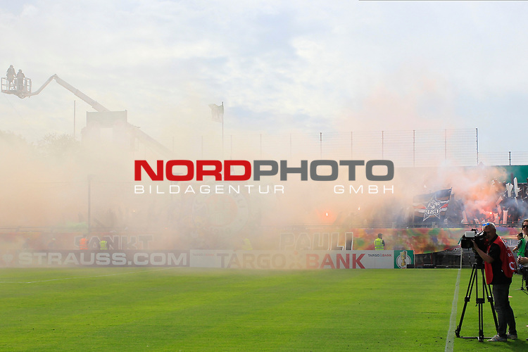 11.08.2019, Stadion Lohmühle, Luebeck, GER, DFB-Pokal, 1. Runde VFB Lübeck vs 1.FC St. Pauli<br /> <br /> DFB REGULATIONS PROHIBIT ANY USE OF PHOTOGRAPHS AS IMAGE SEQUENCES AND/OR QUASI-VIDEO.<br /> <br /> im Bild / picture shows<br /> Die Fans vom FC St. Pauli brennen Rauchbomben und Pyro ab.<br /> <br /> Foto © nordphoto / Tauchnitz