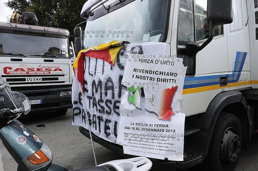 Protest of the Sicilian truck drivers  blocking entrances and exits of the port in Palermo.Protesta degli autotrasportatori che bloccano il porto di Palermo.