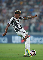 Calcio, Serie A: Juventus vs Fiorentina. Torino, Juventus Stadium, 20 agosto 2016.<br /> Juventus&rsquo; Mario Lemina kicks the ball during the Italian Serie A football match between Juventus and Fiorentina at Turin's Juventus Stadium, 20 August 2016. Juventus won 2-1.<br /> UPDATE IMAGES PRESS/Isabella Bonotto