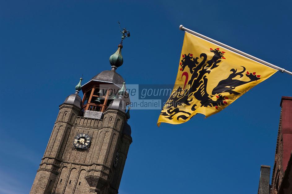 Europe/France/Nord-Pas-de-Calais/59/ Nord/ Bergues: le Beffroi inscrit au Patrimoine Mondial de l'UNESCO et Drapeau des Flandres