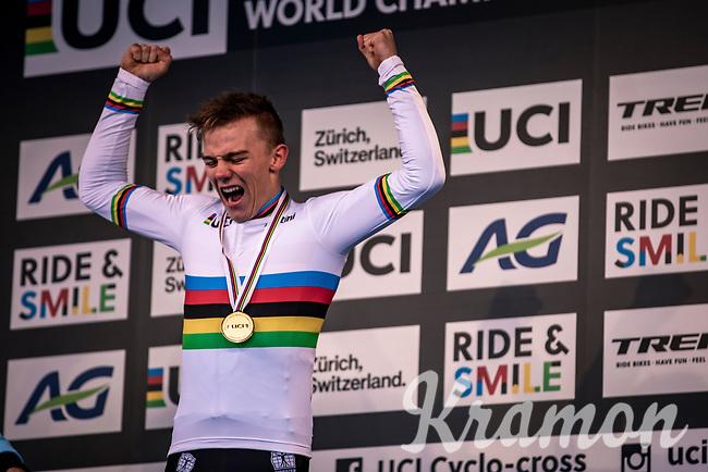 VICTORY!<br /> Thibau Nys (BEL) is the 2020 men's junior world champion<br /> <br /> Men's Junior race<br /> UCI 2020 Cyclocross World Championships<br /> Dübendorf / Switzerland<br /> <br /> ©kramon